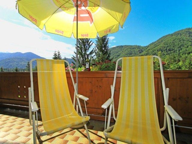 Sonnenstühle am Balkon