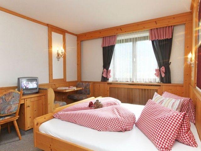 Doppelbett im Tirolerherz