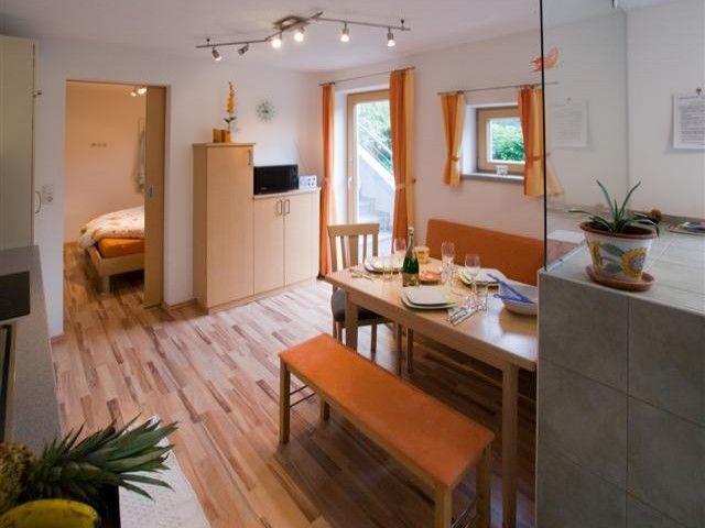 gemütliche Essecke im Appartement Fieberbrunn