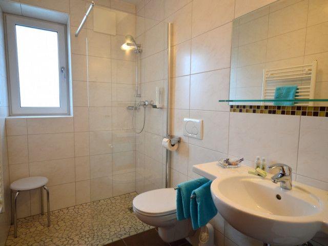 Zimmer in Bruck an der Großglocknerstraße.jpg