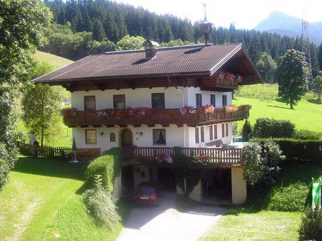 Steinerbauer_-_Haus_im_Sommer.jpg
