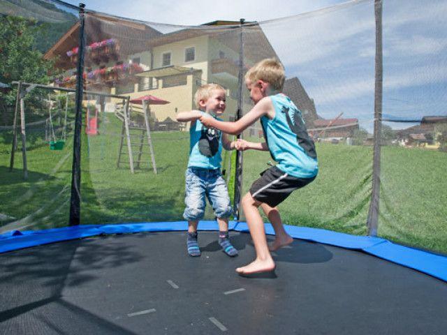 kinder-trampolin.jpg