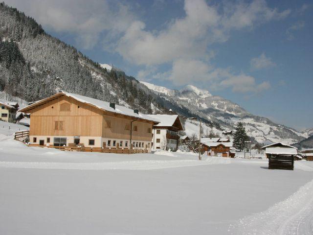 bauernhof-hinterhub-aussen-winter