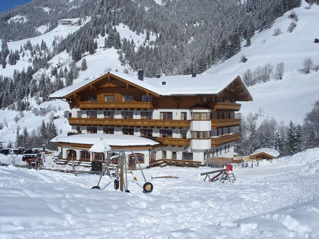 Hotelansicht-Winter-2.jpg