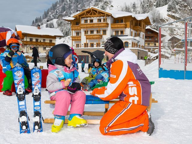 familienhotel-bauernhof-hotel-oberkarteis-winter-k
