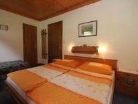 schlafzimmer-ferienwohnung2.JPG
