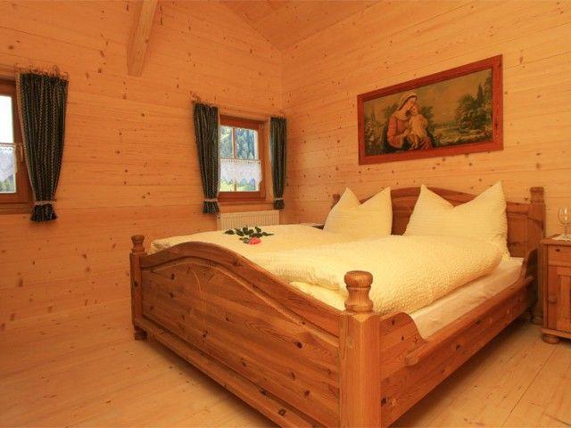 Doppelschlafzimmer-Almhuette-Lofer