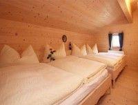 Doppelbett-Schlafzimmer-Uhlinger.jpg